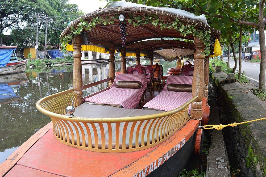 Shikara boat