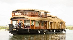 Adityan houseboat in Kumarakom