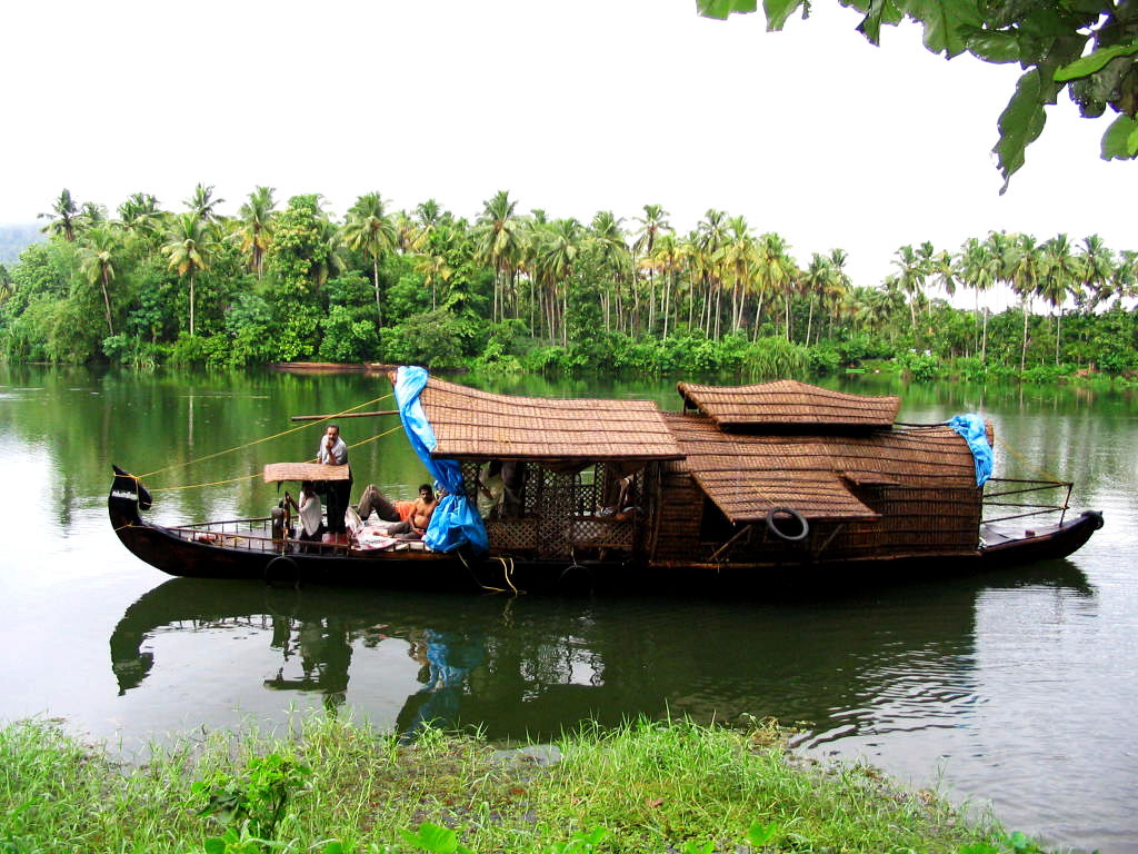 Know Beauty Of Amazing Kerala Houseboats
