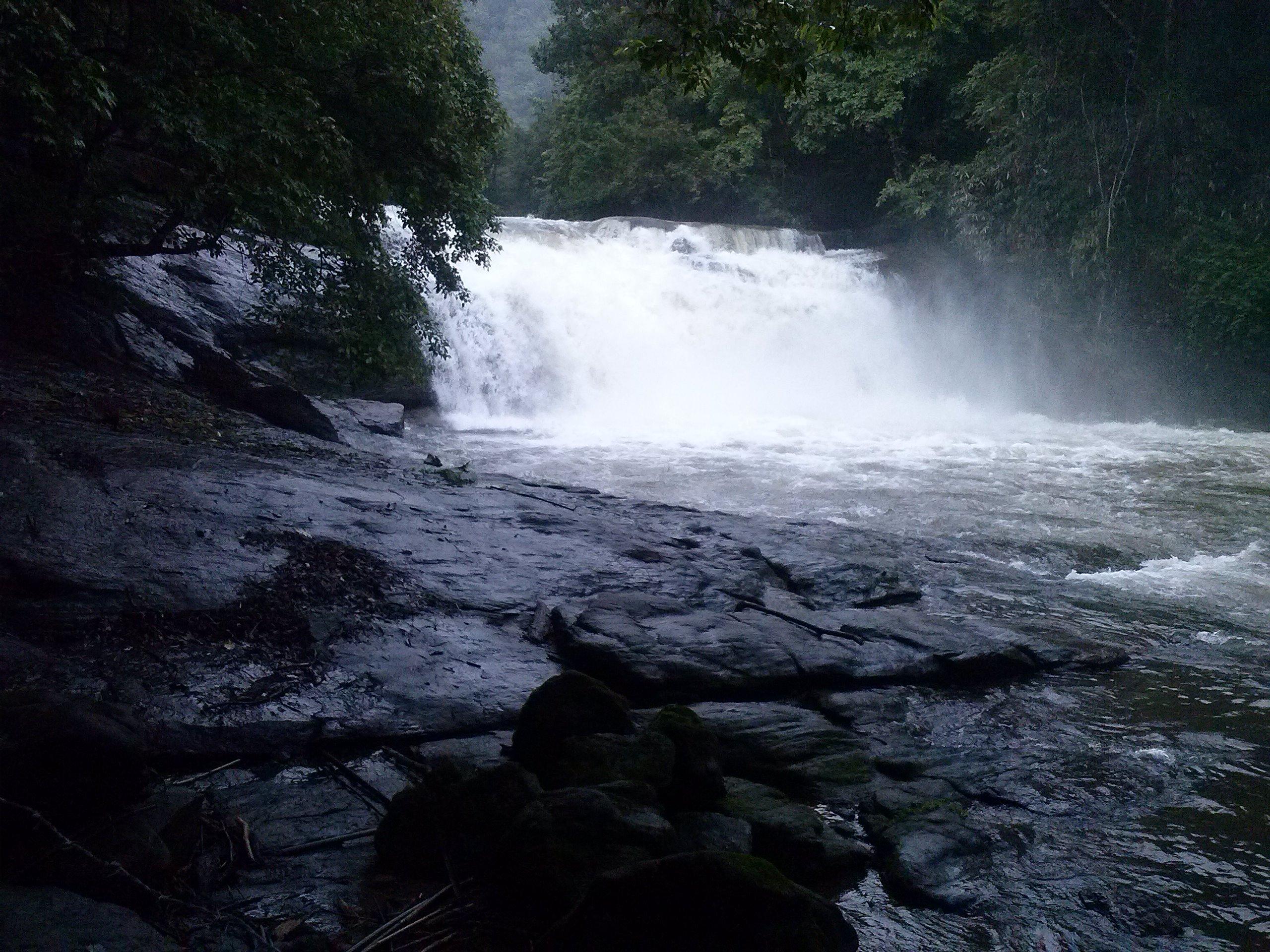 waterfall thommankuthu