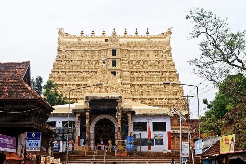 sree-padmanabhaswamy-temple-world's-richest-temple: