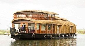 Adityan houseboat in Kumarakom