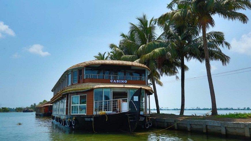 CASINO - 11 Bed room Luxury Houseboat - Biggest Houseboat ...