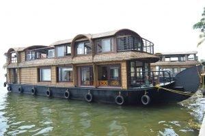 lake-ripples-houseboat