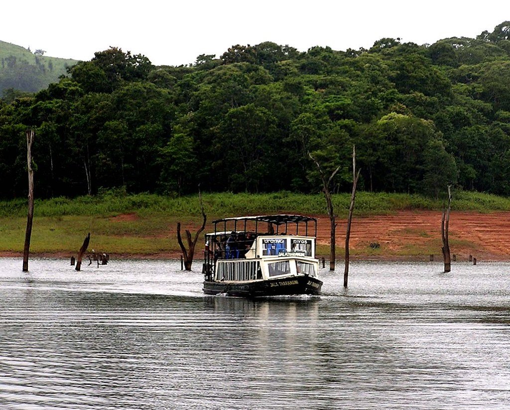 periyar-national-park-boating