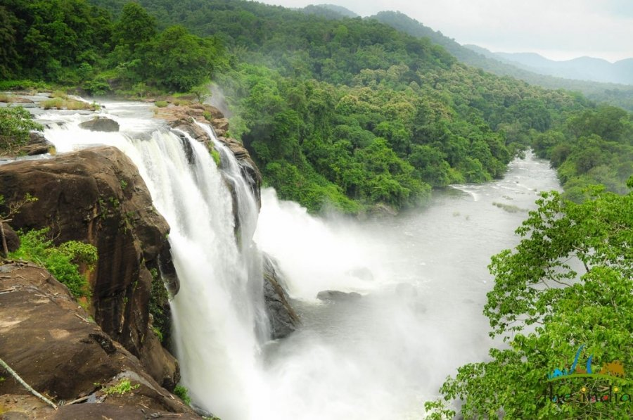 athirapally-falls-monsoon